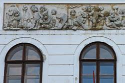 Dombormű a Széchenyi-kastély homlokzatán